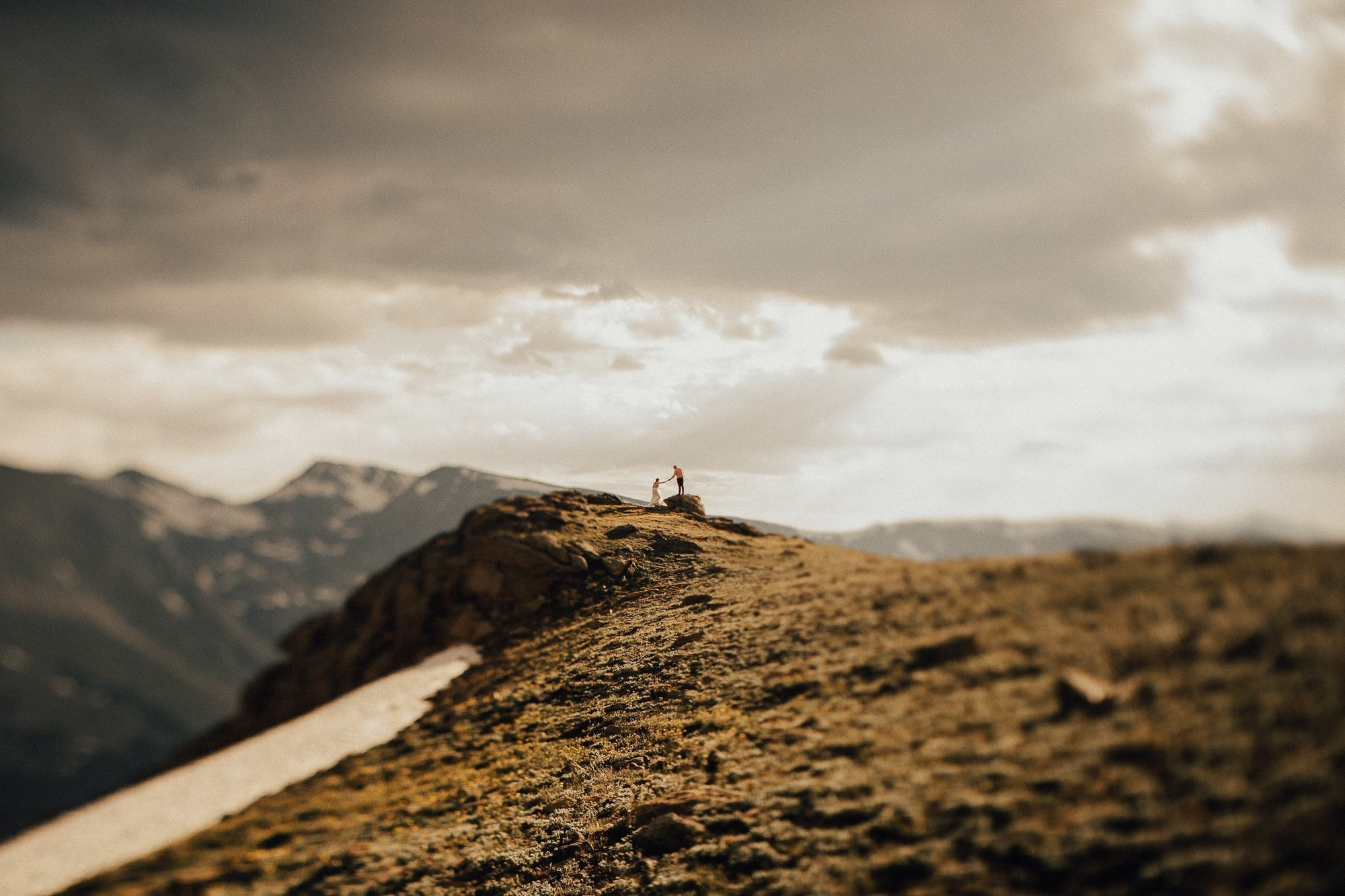 ESTES PARK WEDDING PHOTOGRAPHY |TRAIL RIDGE ROAD ENGAGEMENT | JUSTYNA E BUTLER PHOTOGRAPHY | ROCKY MOUNTAIN NATIONAL PARK ENGAGEMENT |COLORADO MOUNTAIN ENGAGEMENT PHOTOGRAPHER
