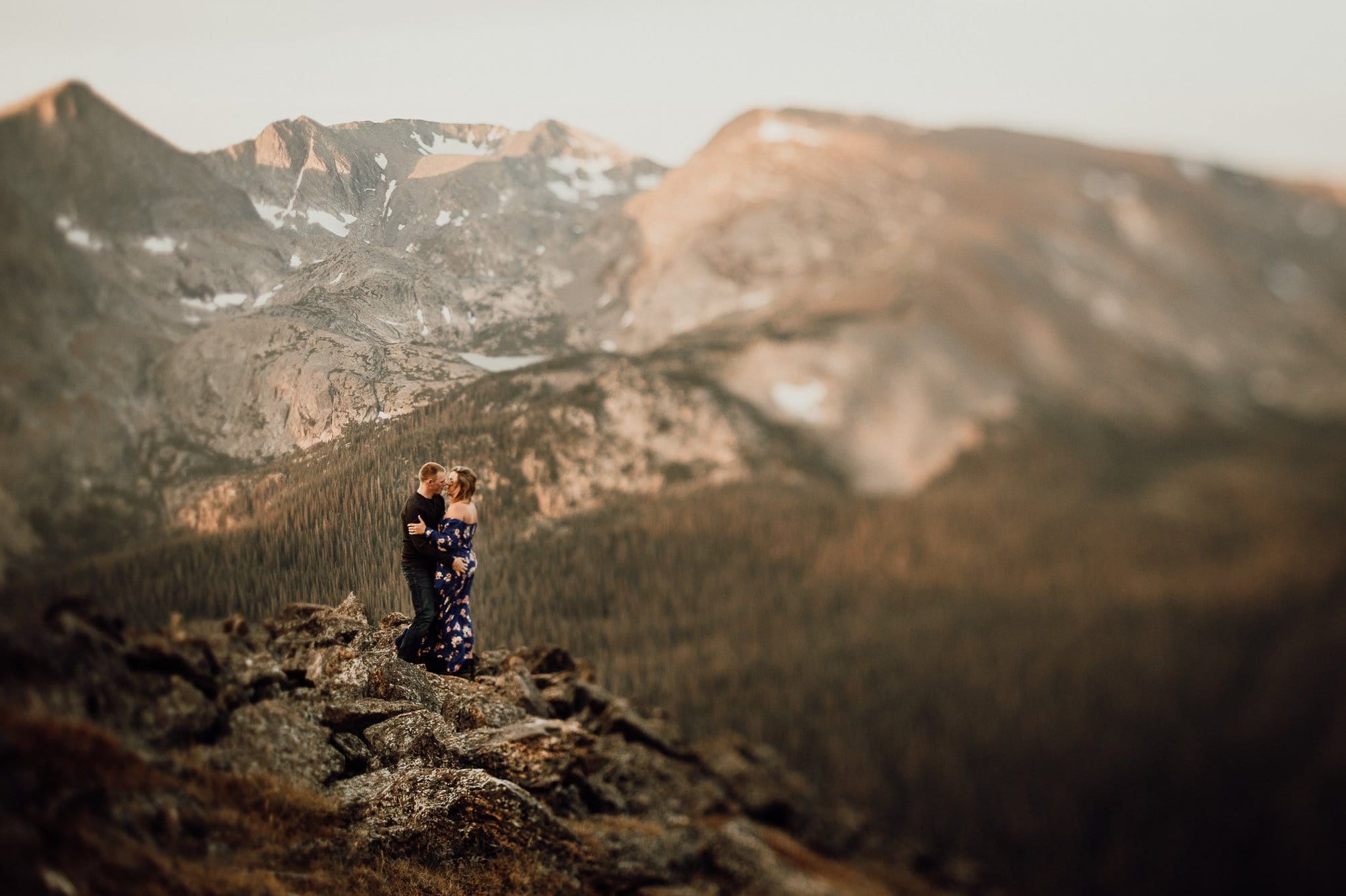 ESTES PARK ENGAGEMENT PHOTOGRAPHY |TRAIL RIDGE ROAD ENGAGEMENT | JUSTYNA E BUTLER PHOTOGRAPHY | ROCKY MOUNTAIN NATIONAL PARK ENGAGEMENT |COLORADO MOUNTAIN ENGAGEMENT PHOTOGRAPHER