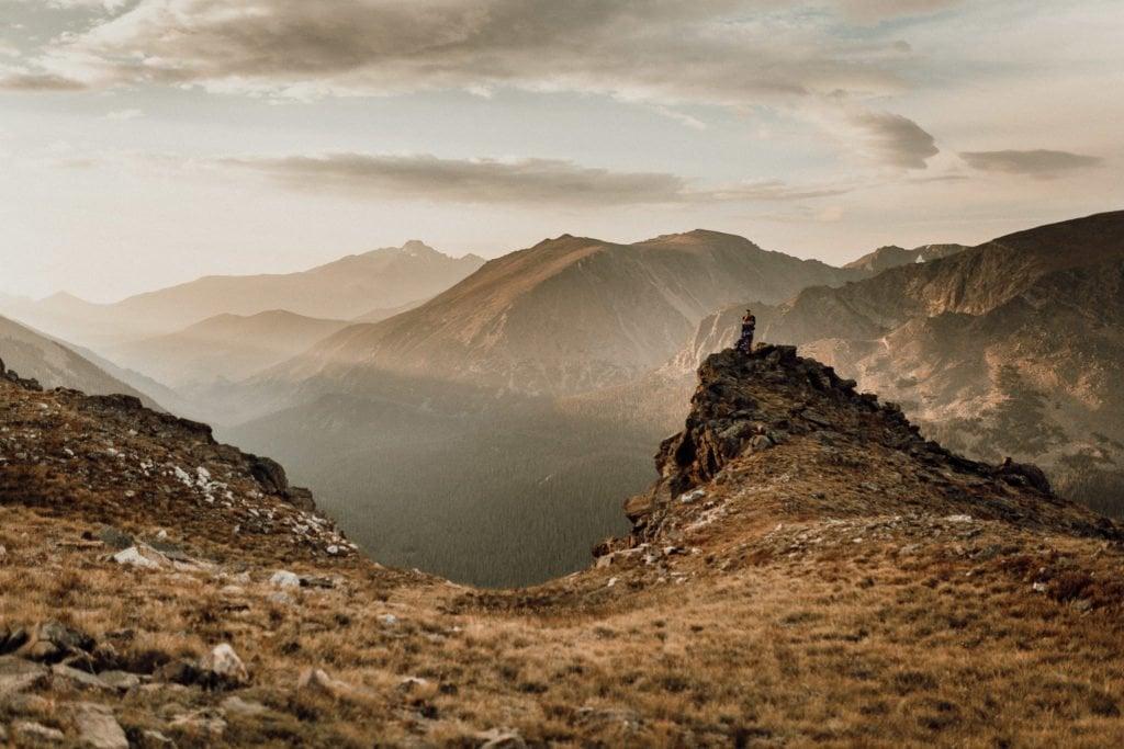 SUNRISE ROCKY MOUNTAIN ENGAGEMENT  TRAIL RIDGE ROAD ENGAGEMENT  Mattie + Austin  JUSTYNA E BUTLER PHOTOGRAPHY   ROCKY MOUNTAIN NATIONAL PARK ENGAGEMENT  COLORADO MOUNTAIN ENGAGEMENT PHOTOGRAPHER