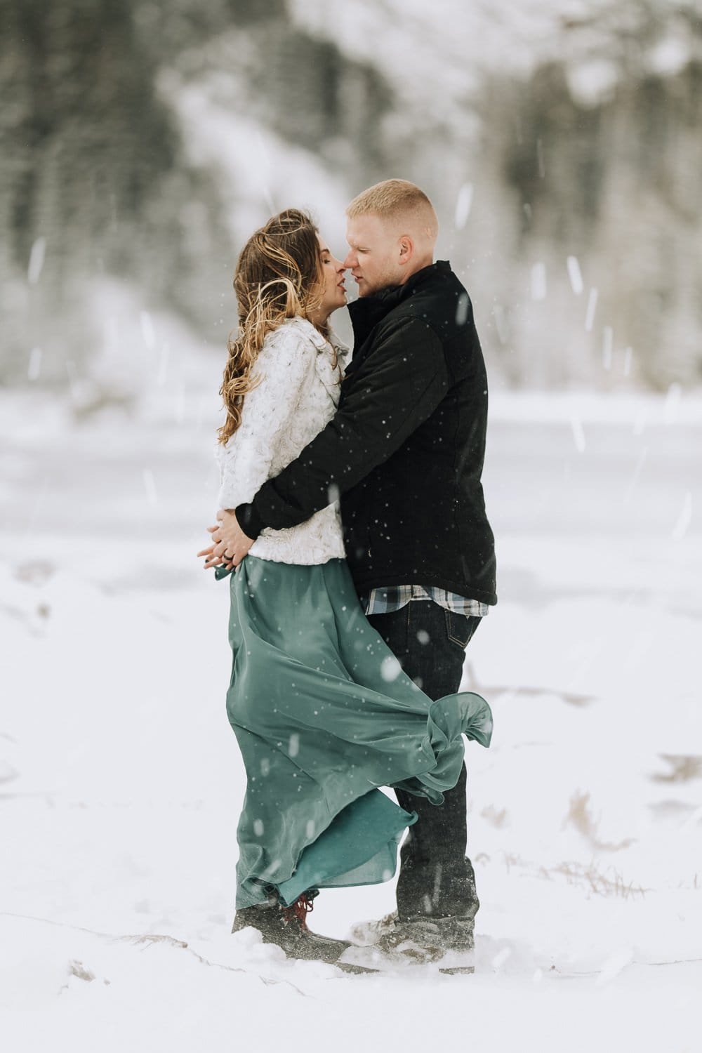 ROCKY MOUNTAIN WINTER ELOPEMENT| |DREAM LAKE ELOPEMENT| WHITNEY + JONATHAN |JUSTYNA E BUTLER PHOTOGRAPHY | ROCKY MOUNTAIN NATIONAL PARK ELOPEMENT | COLORADO MOUNTAIN ADVENTUROUS ELOPEMENT PHOTOGRAPHER|INTIMATE WEDDING| ADVENTURE