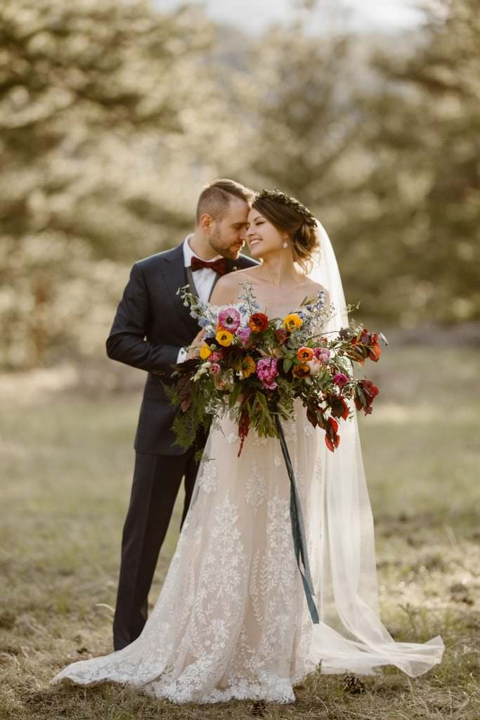 Justyna E Butler Photography goes click phenomenally captured Julianne and Darren's epic Colorado mountain wedding in Estes Park, Colorado. The mountain portraits will absolutely blow your mind!