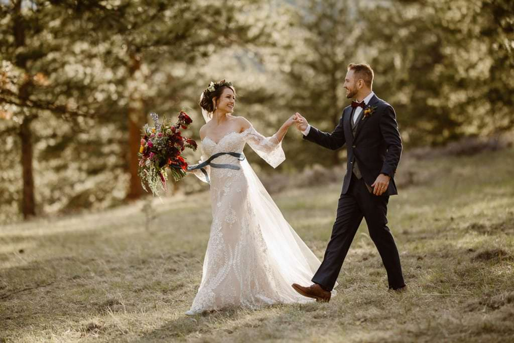 THE BRIDE'S FLORALS ARE THE DREAMIEST EVER | DELLA TERRA MOUNTAIN CHATEAU COLORADO WEDDING | COLORADO WEDDING PHOTOGRAPHER | ESTES PARK COLORADO