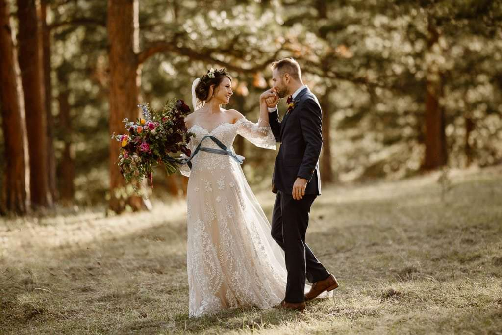 THE BRIDE'S FLORALS ARE THE DREAMIEST EVER | DELLA TERRA MOUNTAIN CHATEAU COLORADO WEDDING | COLORADO WEDDING PHOTOGRAPHER | ESTES PARK COLORADO