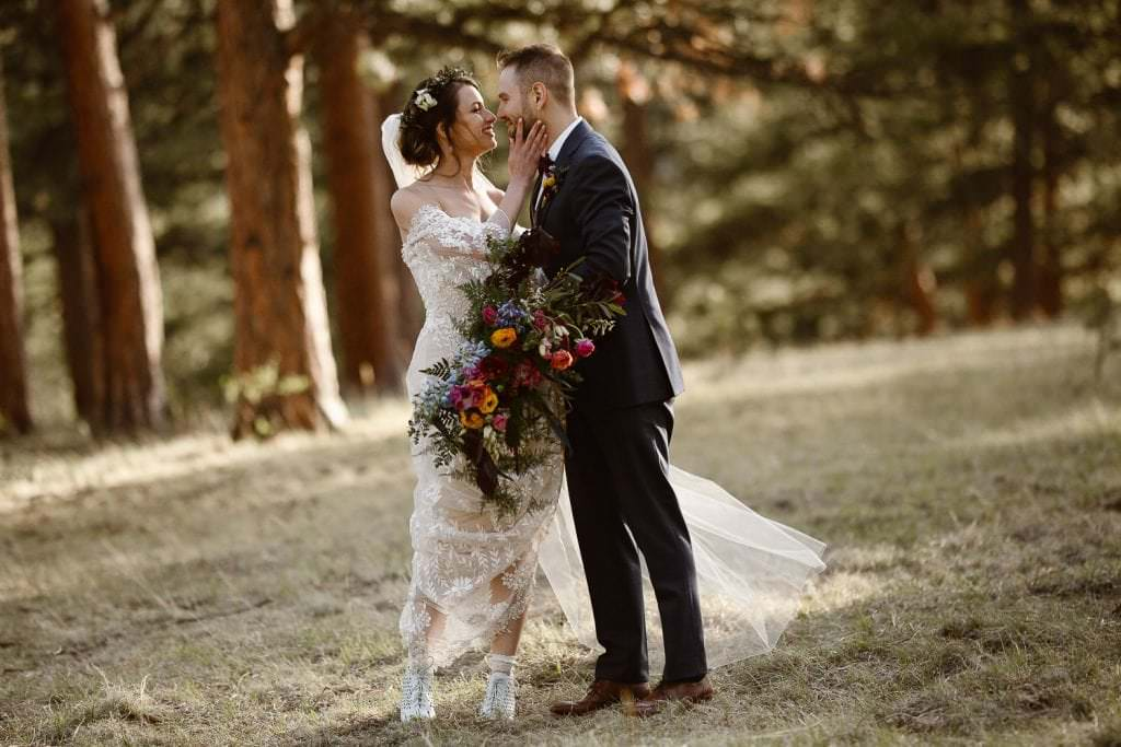 ROMANTIC BRIDAL SUNSET PHOTOS AT DELLA TERRA MOUNTAIN CHATEAU COLORADO WEDDING | COLORADO WEDDING PHOTOGRAPHER | ESTES PARK COLORADO